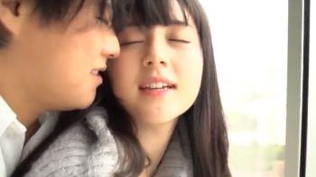 S-Cute 色白美乳の女の子がホテルで敏感な乳首を攻められてアソコがびしょ濡れ  鈴原エミリ