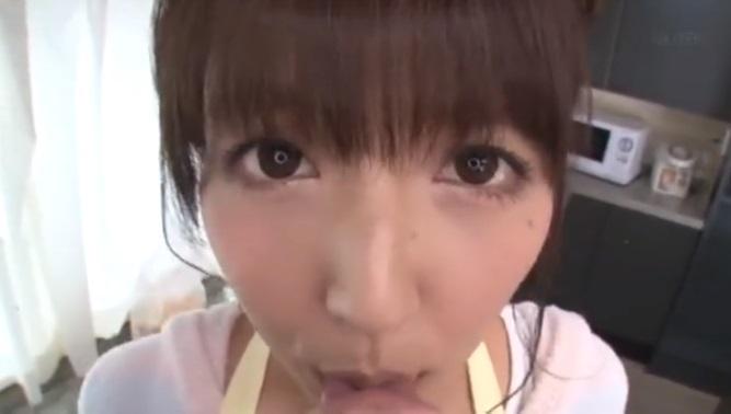 三上悠亜ちゃんが朝立ちしたちんこを優しくフェラしてくれる