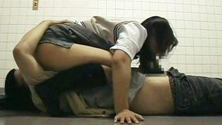 「個人撮影」円光jkととびっこデート♡我慢できずに公衆トイレでパコッちゃう!!