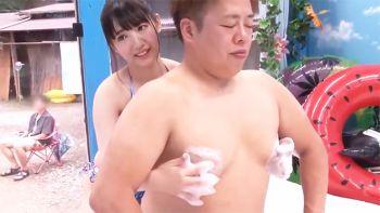 マジックミラー号カップルNTR 彼氏までミラー越し30cmの距離で密着泡マッサージ体験!健気で一途な彼女でさえ、股間の擦れる快感に他人ち○ぽを拒めない!?