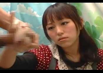 赤面手コキ研究所♡慣れた手つきで手コキ(手袋あり)する素人娘さん!いろんな角度からチ〇コ見ながらザーメンぬき!