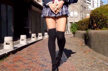 ニーハイ×太もも=絶対領域 街で見かける通学途中のアノ娘のシコりたくなる脚
