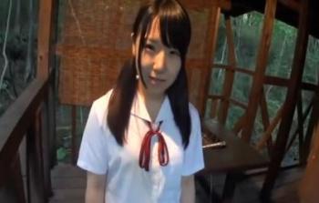 【JK愛須心亜】ツインテール制服JKと山奥のロッジでエッチ♪しっかしこんな場所で制服って違和感しか感じんわ