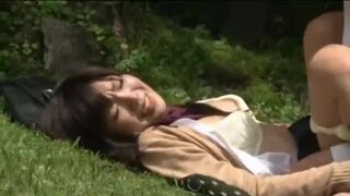 【JK野外】レジャーシート持参で林にやって来たツインテールJKカップルが青姦しちゃってる♪ゴムはちゃんとつけてやってますねえ
