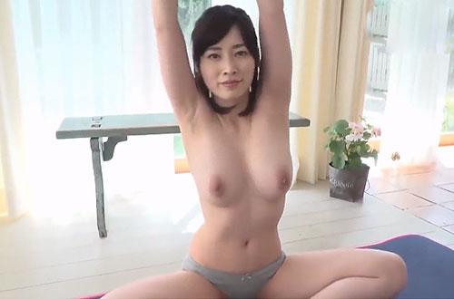 素晴らしい恵体の美巨乳お姉さんのストレッチ(イメージビデオ)