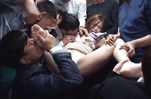 バスの乗客は全員強姦魔! 次々伸びてくる魔の手になすすべなく犯されていく美女