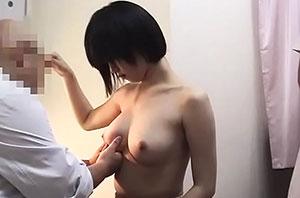 病院に検診にきた巨乳美少女を盗撮