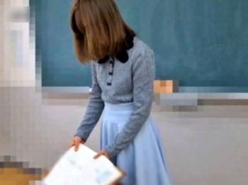 女教師のパンチラを変態生徒が盗撮する伝説の動画(ロングver.)公開される