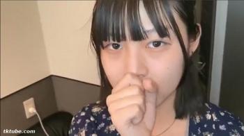 黒髪童顔のピュア系アイドルフェイスの美少女こはるちゃん18歳
