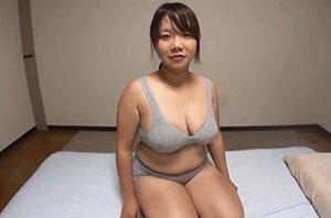 ムチムチ肉のガッチリ体型女子 色気ない実用スポブラ姿でヤリまくる!
